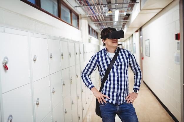 ロッカールームで仮想現実ヘッドセットを使用している学生