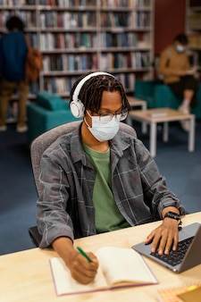 Student wearing a face masks in the library