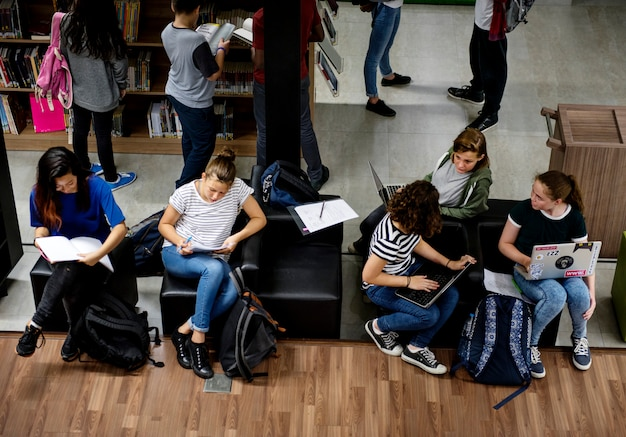 Students activity in library knowledge