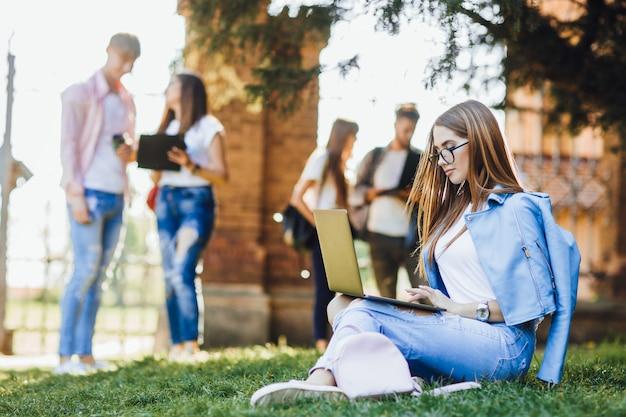 Студенты в университете