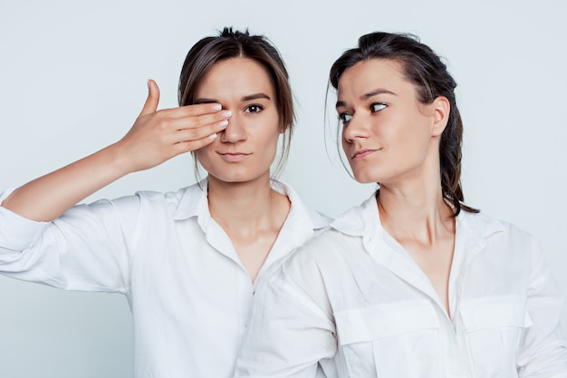 Ritratto dello studio dei gemelli femminili
