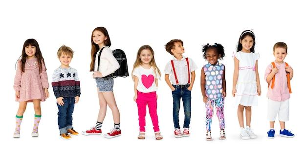 多様な子供たちのスタジオセット