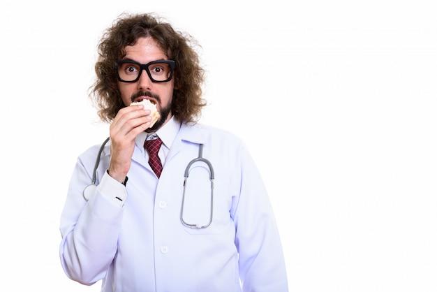 ハンサムな男性医師がサンドイッチを食べてのスタジオ撮影