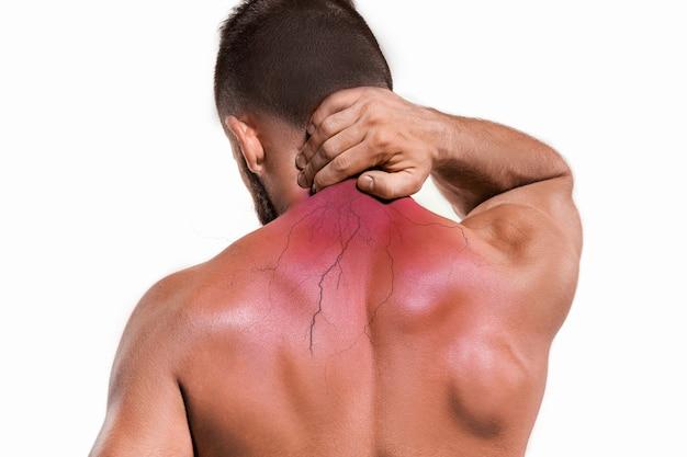 首の痛みを持つ男のスタジオショット。痛みの概念