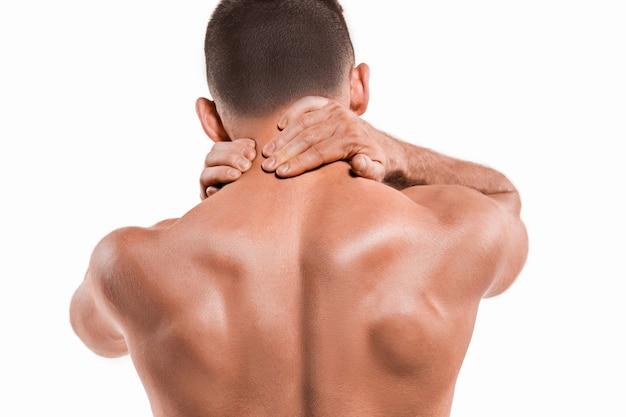首の痛みを伴うスポーツマンのスタジオショット