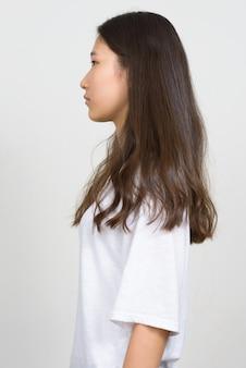 白い背景の若い美しい韓国人女性のスタジオショット