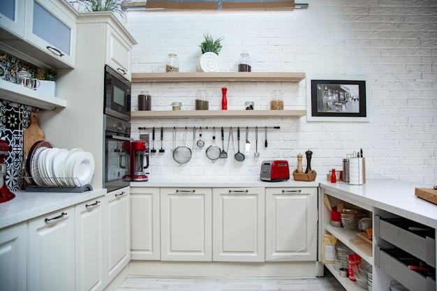 Студия стиля кухни, светлый дизайн, современный стиль, классический дизайн