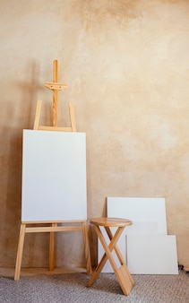 Студия с реквизитом для живописи
