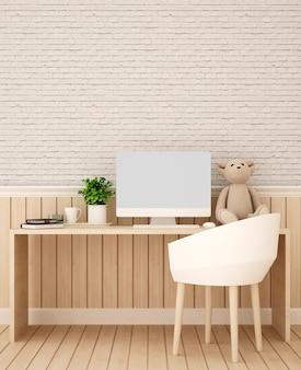 Стены кабинета из дерева и кирпича украшают произведения искусства