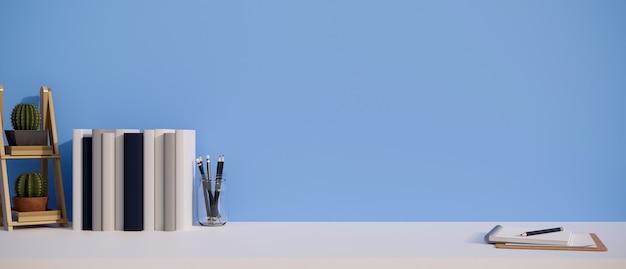 Рабочий стол с копией пространства, книги, канцелярские товары и полки кактусов на белом столе над синей стеной