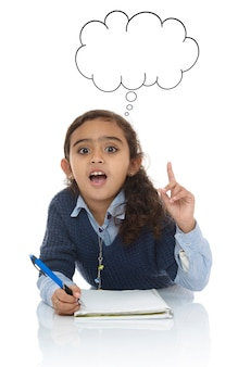 勉強している女の子が答えを見つけた