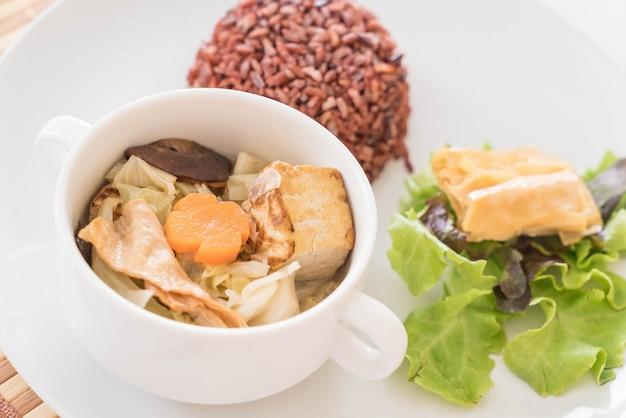 Фаршированный капустный суп с ягодным рисом и тофу