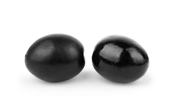 Фаршированные оливки, изолированные на белом фоне