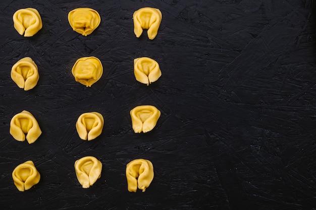 Composizione di pasta ripiena