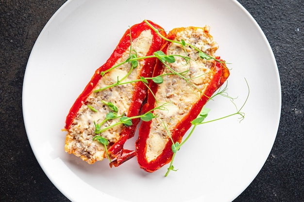 ピーマンの詰め物野菜きのこチーズ肉なし新鮮な部分すぐに食べられる食事スナック