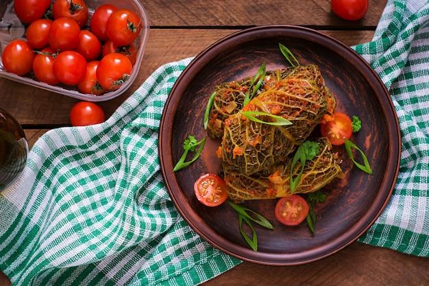 Фаршированные савойской капустой в томатном соусе