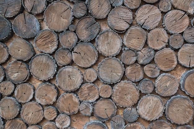 木の切り株。ラフで自然な木製の背景