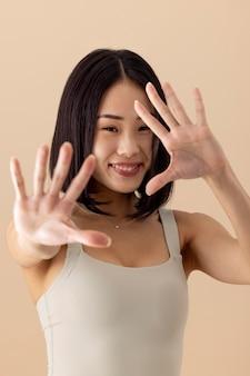 見事なアジアの女性モデルの肖像画