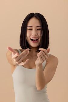 멋진 아시아 여자 모델 초상화
