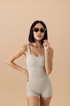 Splendida modella in posa di una donna asiatica