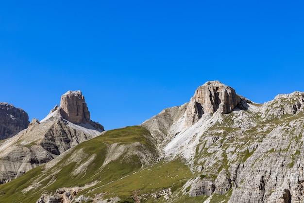 Потрясающие вершины доломитовых альп и альпийские луга