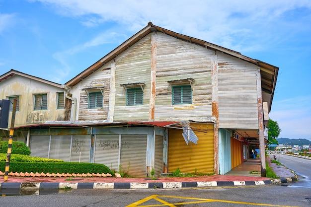 말레이시아의 열대 섬에 있는 kuang 시의 멋진 거리 전망.