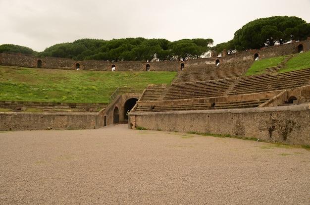 폼페이 유적지의 스포츠 경기장의 멋진 전망