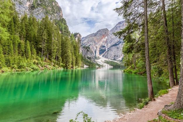 有名なブラーイエス湖の素晴らしい景色