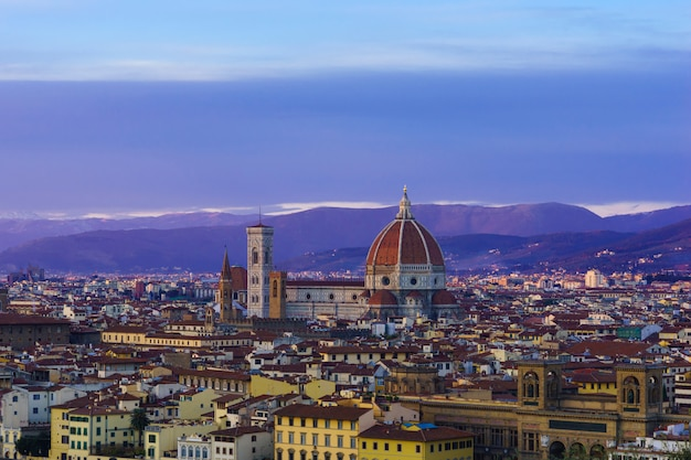 Stunningly beautiful cathedral of santa maria del fiore in the rays of the setting sun.