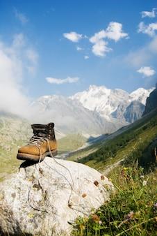 丈夫な登山者のブーツ