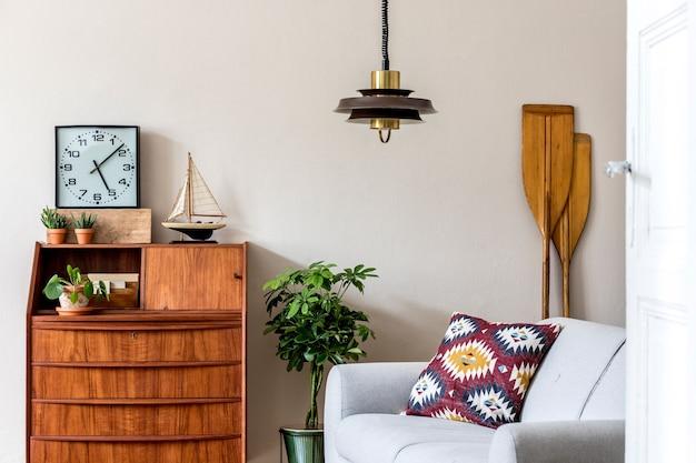 木製のレトロなキャビネットテンプレートモダンなヴィンテージの家の装飾とスタイリッシュでヴィンテージのインテリアデザイン