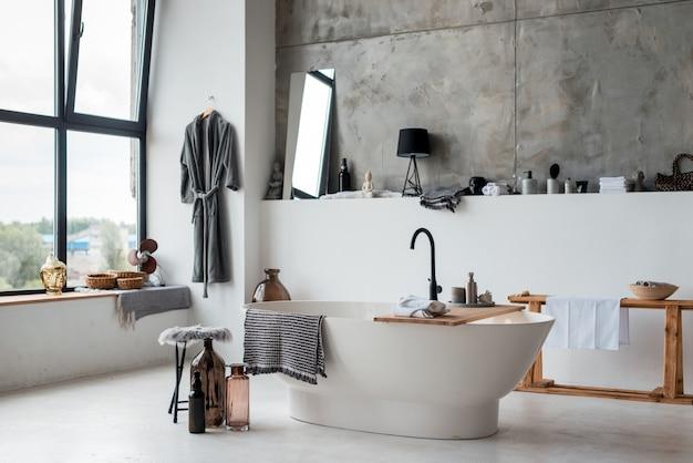 Стильная ванная комната в современном доме