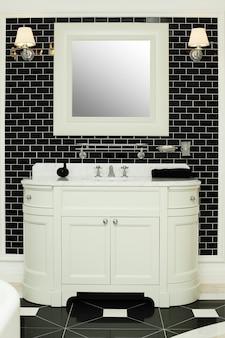 Стильный интерьер ванной комнаты - черно-белый дизайн