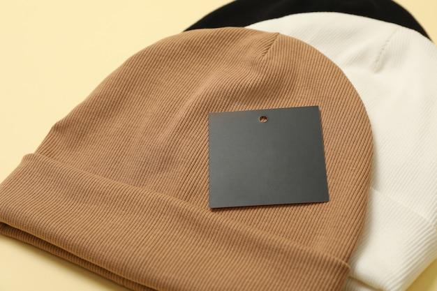Стильные шапочки на бежевой поверхности