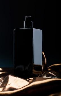 スタイリッシュな黒の香水
