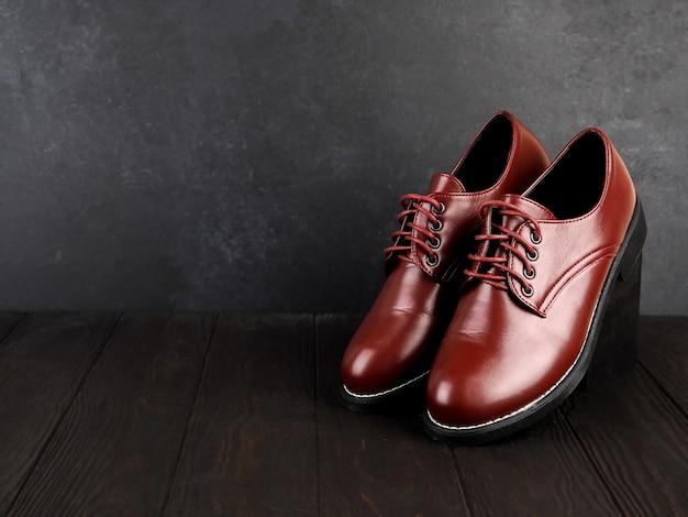 Стильные коричневые кожаные туфли для мужчин