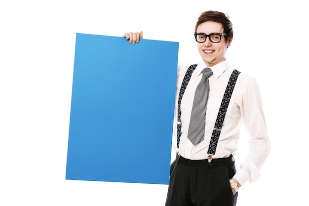 Стильный бизнесмен с пустой рекламный щит