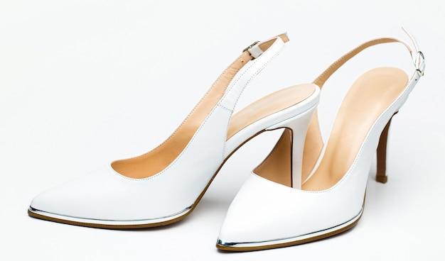 Стильная классическая женская кожаная обувь.