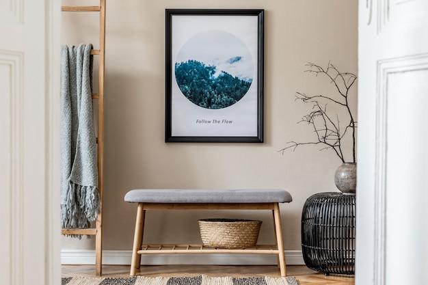 Стильная композиция уютного и современного интерьера холла с макетом рамки постера, скамейкой, пледом, растениями и аксессуарами в стиле бохо. бежевые стены, паркетный пол. шаблон.