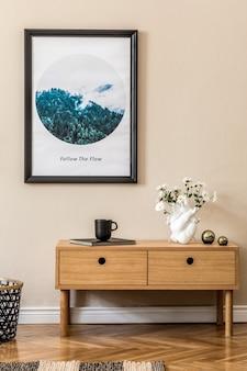 Стильная композиция уютного и современного дизайна интерьера холла или гостиной с макетом в рамке постера деревянный комод в клетку и аксессуары в стиле бохо бежевые стены шаблон паркетного пола