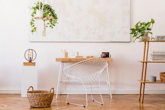 Стильная композиция креативного интерьера рабочего пространства с деревянной мебелью, растениями, ковром и аксессуарами.