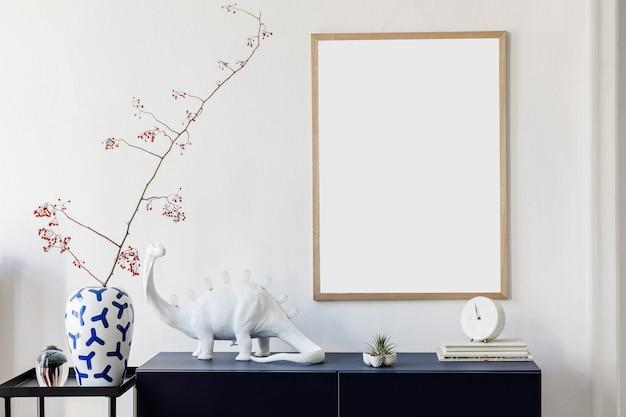 포스터 프레임 깊고 푸른 화장실 및 액세서리 흰 벽 템플릿을 모의하는 hallliving 룸 인테리어 디자인의 세련된 구성