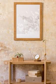 デザインの木製コンソール、本、アボカド植物、時計、空気植物、装飾、グランジ壁、モダンな家の装飾のエレガントなパーソナルアクセサリーを備えたリビングルームのスタイリッシュな構成。