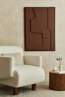 구조 그림, 베이지색 안락의자, 나무 커피 테이블 및 개인 액세서리를 갖춘 현대적인 아늑한 거실 인테리어의 세련된 구성입니다. 중립적 인 창조적 인 벽, 바닥에 카펫. 주형.