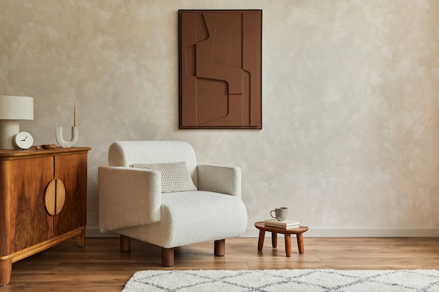 구조 그림, 베이지색 안락의자, 목재 빈티지 화장실 및 개인용 액세서리를 갖춘 현대적인 아늑한 거실 인테리어의 세련된 구성입니다. 창조적 인 벽, 바닥에 카펫. 주형.