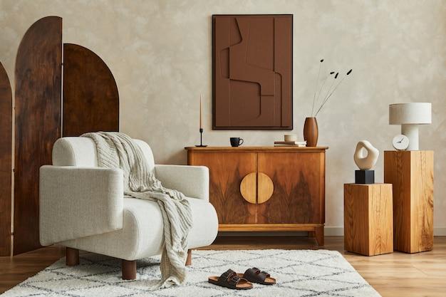 구조 그림, 접이식 스크린, 안락의자, 빈티지 화장실 및 개인 액세서리를 갖춘 현대적인 아늑한 거실 인테리어의 세련된 구성. 창조적 인 벽, 바닥에 카펫. 주형.