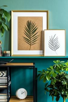 Стильная композиция на дизайнерском деревянном столе с золотыми часами, деревянной рукой и цветами в вазе. минималистичный дизайн гостиной. скопируйте пространство.