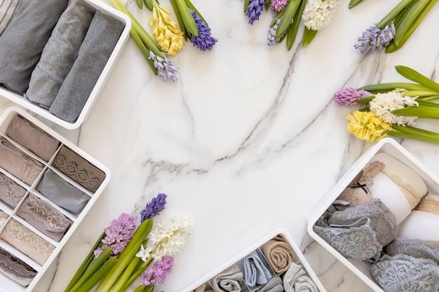 自然の花で飾られたスタイリッシュな構図収納下着組織近藤麻理恵方式