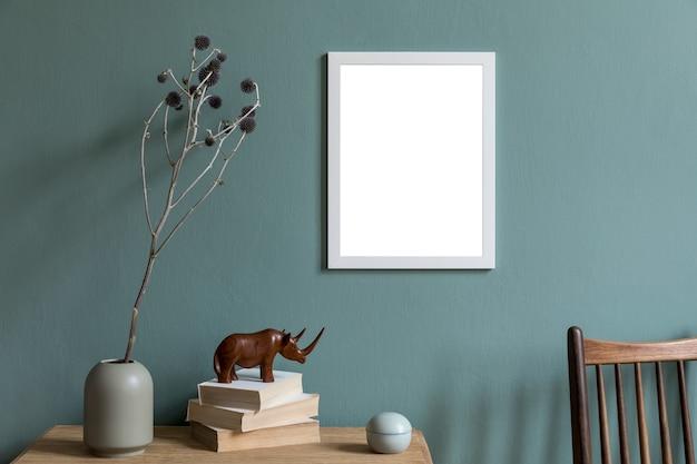 Стильная креативная композиция интерьера комнаты с макетом рамки плаката и аксессуарами