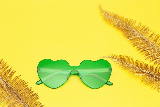 세련된 심장 모양의 안경, 유행 선글라스, 패션 여름 컨셉